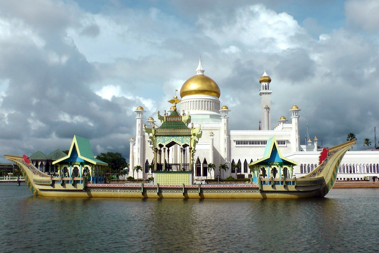 Brunei lemper straffen for homoseksualitet